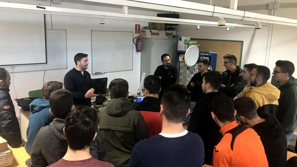 Técnicos de Atalaya visitan a nuestros alumnos