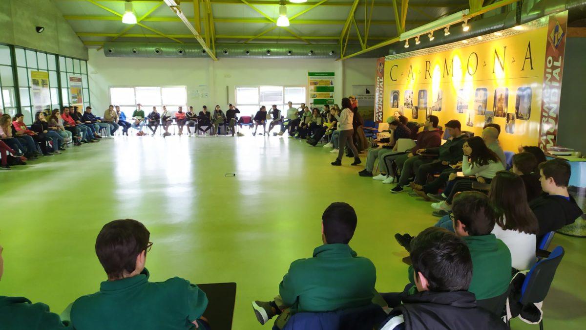 Alumnos de Producción Agroecológica en un encuentro en Carmona