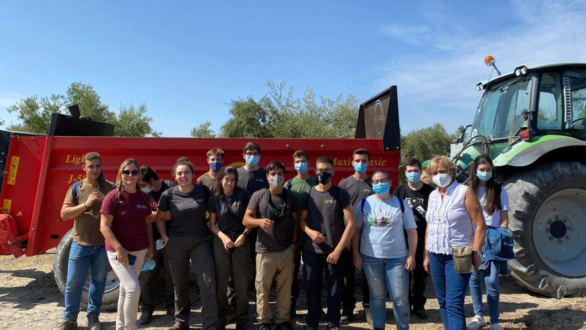 Alumnos de Producción Agroecológica en jornada sobre olivar en IFAPA
